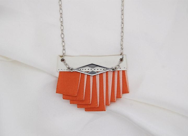 Collier design Jeanne, plissé, orange ivoire, bijou créateur
