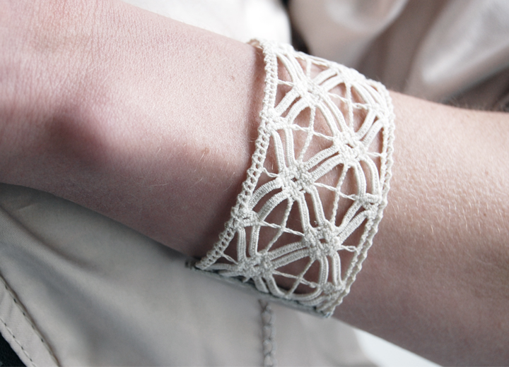 Bijou de mariage bracelet manchette dentelle Zina