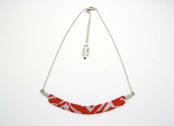 Collier Anatole soie lyonnaise rouge blanc motifs ByrdCeeDesign