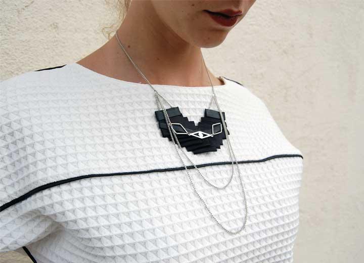 Collier plastron Badu plissé cuir noir ByrdCeeDesign