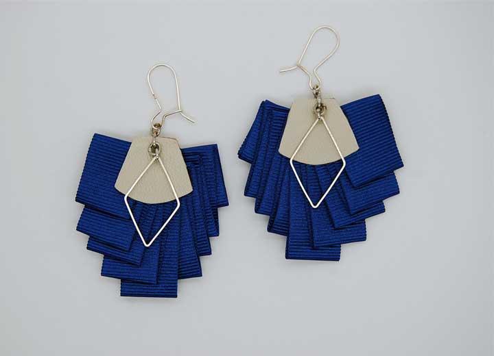 Boucles d'oreilles Erykah plissées bleu ByrdCeeDesign