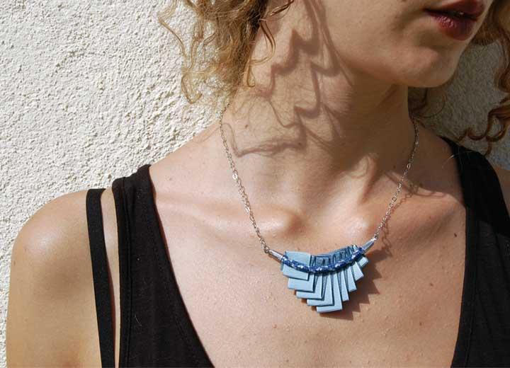 Collier plissé Esé bleu céleste tresse bleu argent ByrdCeeDesign