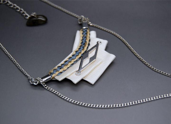 Collier sautoir Sixtine plissé ivoire motif géométrique pompom argent
