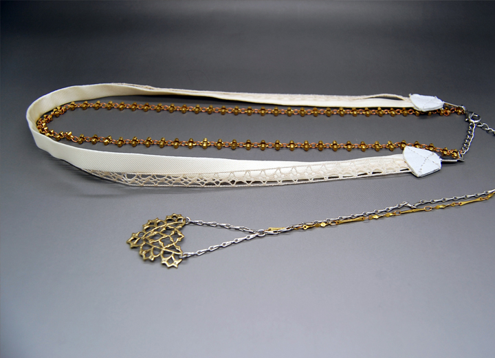 Headband mariage Salomé dentelle soie or avec bijou de dos