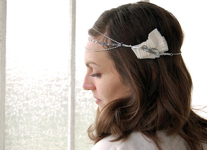 Bijou de tête Daisy headband mariage vintage plissé art déco
