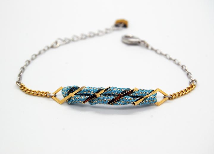 Bracelet Malo doré or fin 24 carats et titanium passementerie bleu ciel