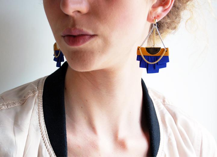 Boucles d'oreilles Emilie or bleu outremer et camel bijou créateur