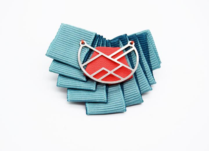 Broche fait main plissage textile créateur ByrdCeeDesign
