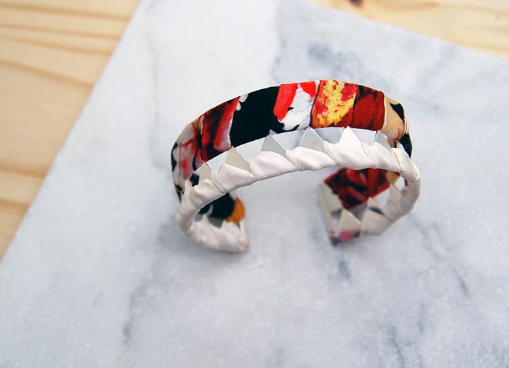 Bracelet manchette Colette soie fleurie et or L'Orangerie Bijoux créateur créateur