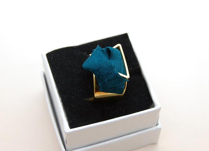 Bague Diane bleu paon made in France doré 24k L'Orangerie Bijoux