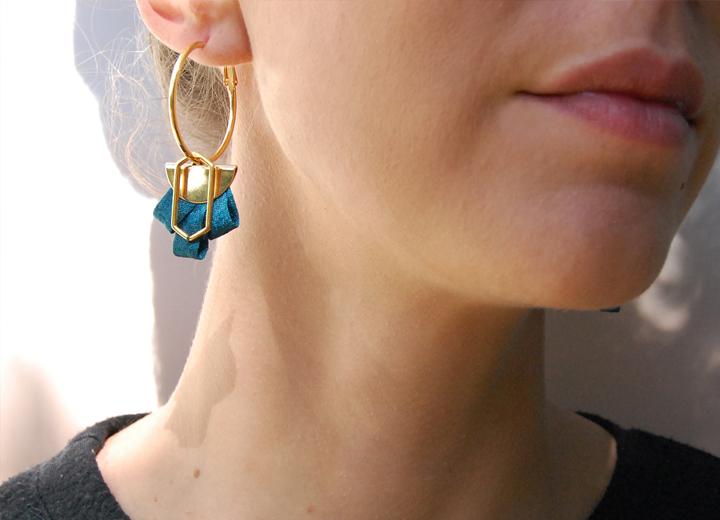 Boucles d'oreilles créoles bleu paon made in France L'Orangerie Bijoux