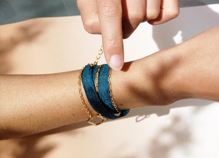 Bracelet Yanim bijou soie bleu paon made in France L'Orangerie Bijoux