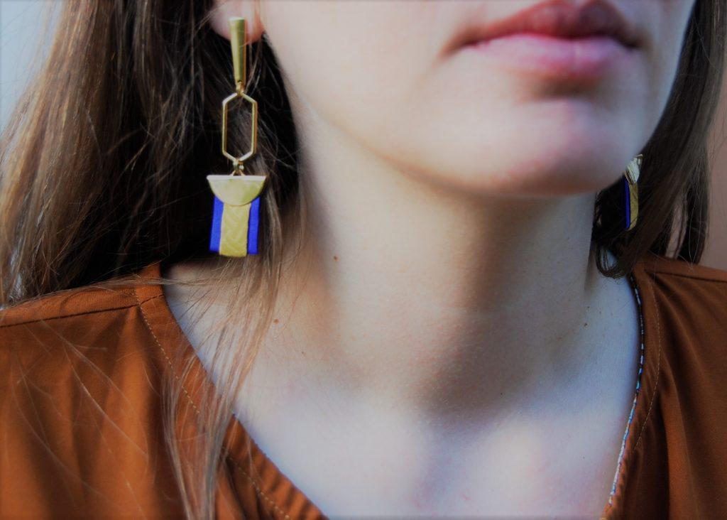 Boucles d'oreilles Medhi soie jaune safran bleue  L'Orangerie Bijoux